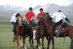 Jeux équestres des chevaux Kirghiz